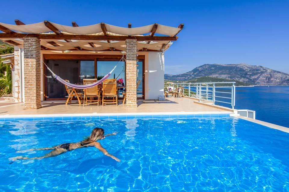 Villa Iris Karavi