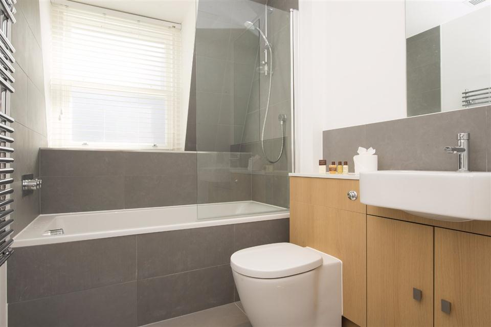Monument Serviced Apartment Bathroom
