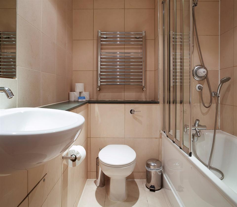 Tower Hill Serviced Apartment Bathroom