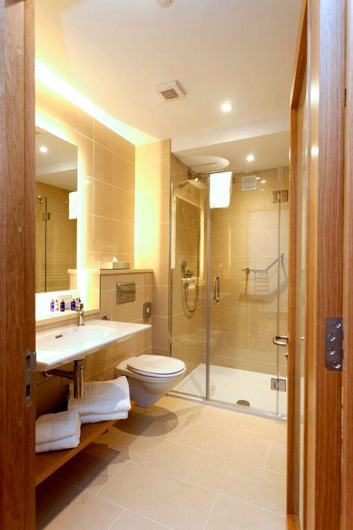 Premier Suites Dublin Ballsbridge Bathroom
