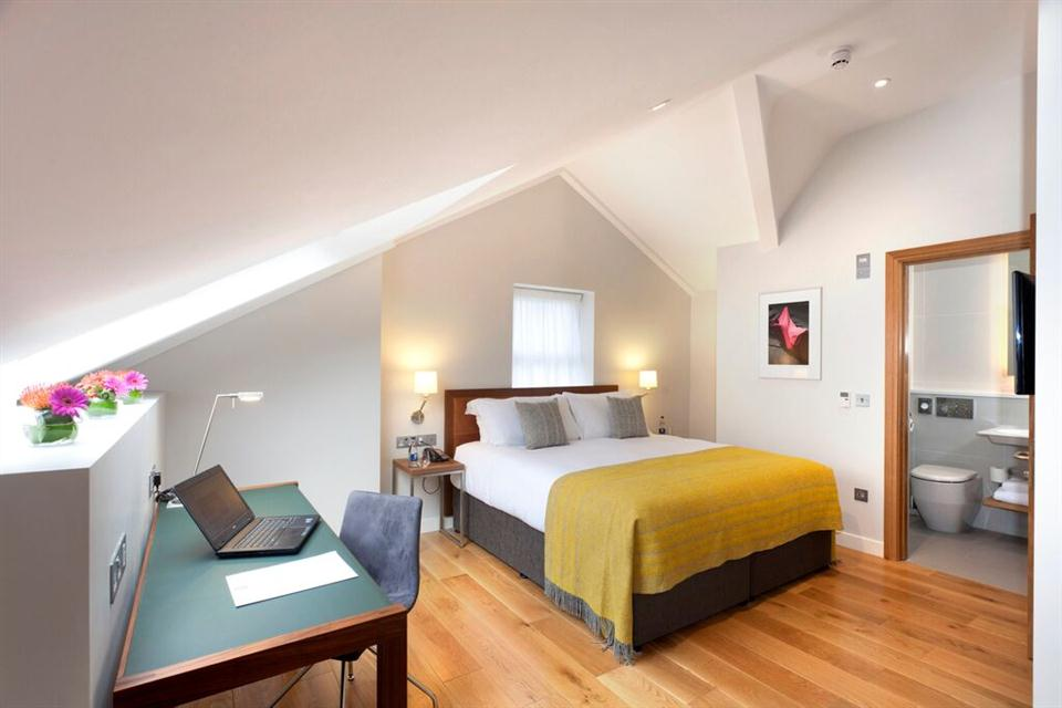 Premier Suites Dublin Ballsbridge Bedroom