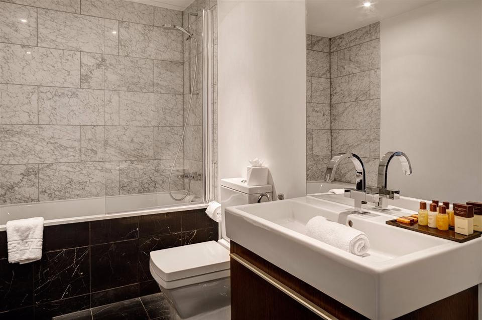Knightsbridge Serviced Apartment Bathroom