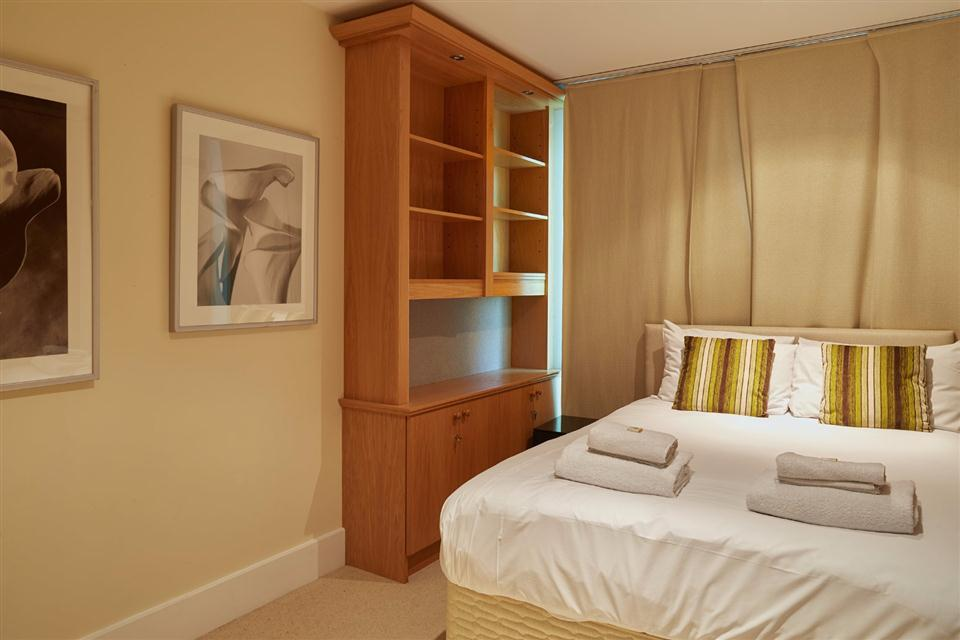 Thames View Apartments Bedroom