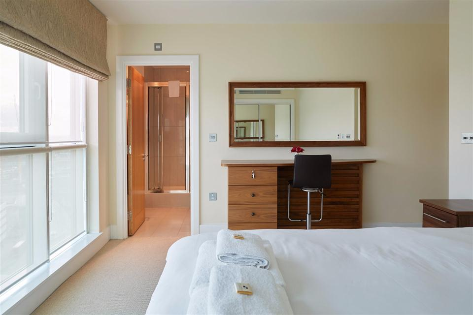 Thames View Apartments ensuite