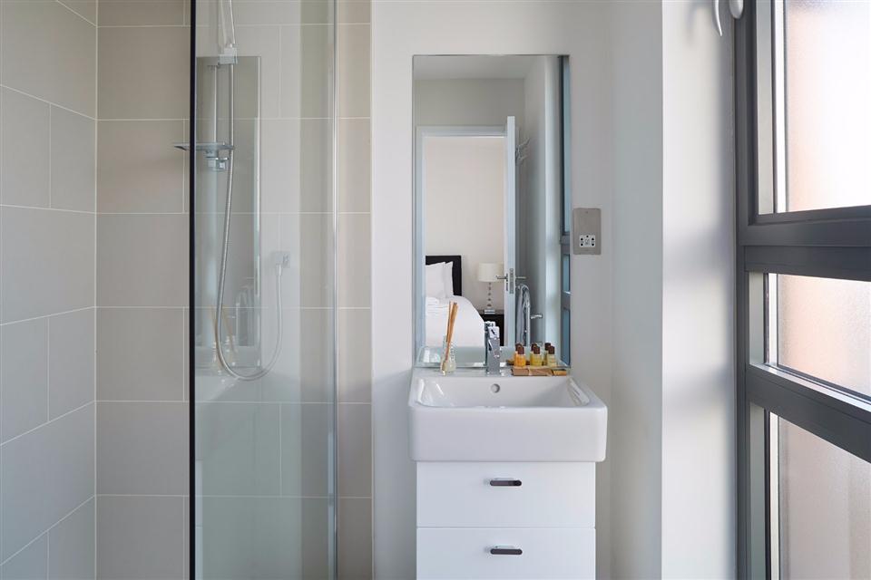 Oxford House Apartments Bathroom