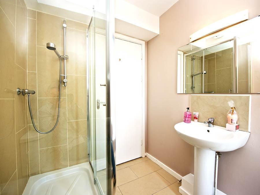 Millennium Walk Apartments - Bathroom