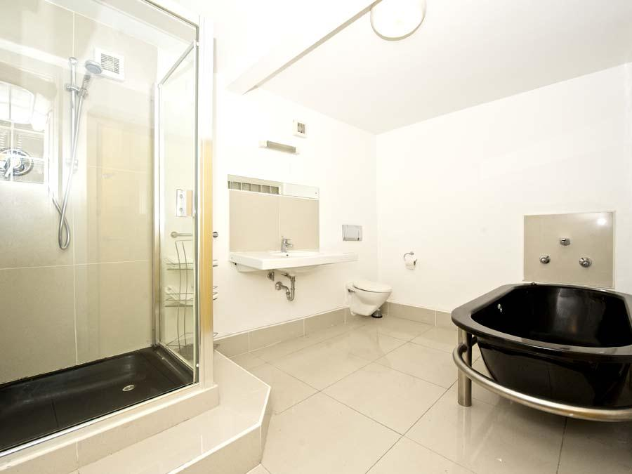 Temple Bar Apartments - Bathroom