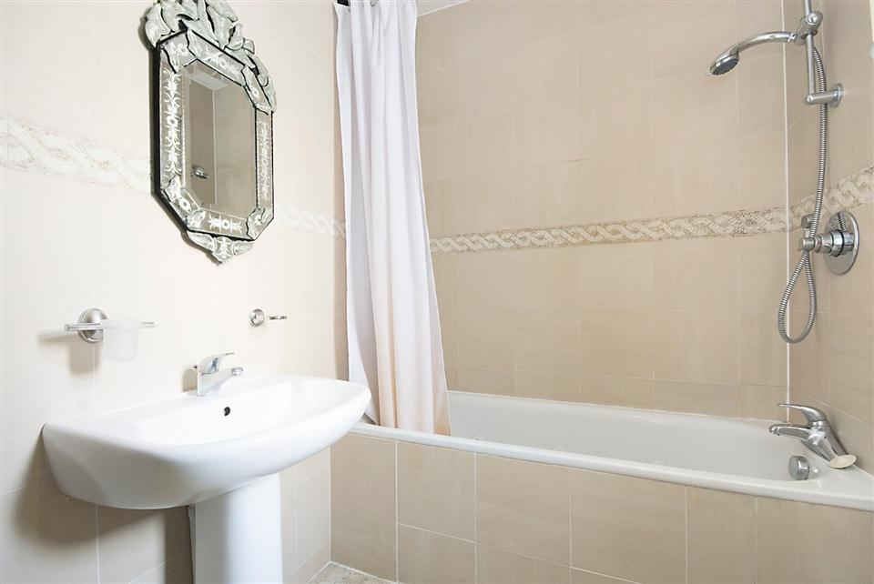 Chesham Court Apartments - One Bedroom Standard Apartment - Bathroom