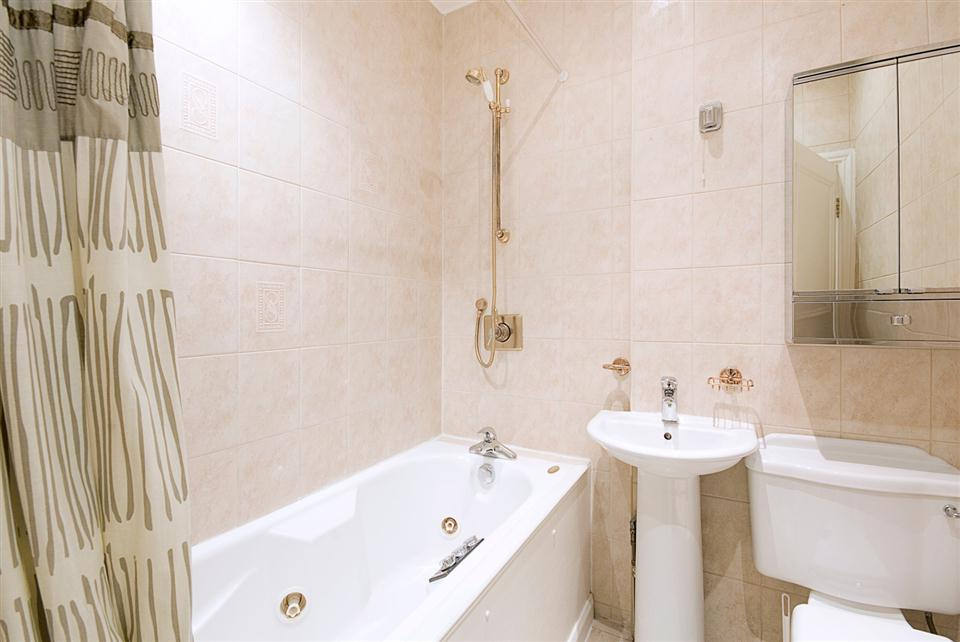 Chesham Court One Bedroom Superior Apartment - Bathroom