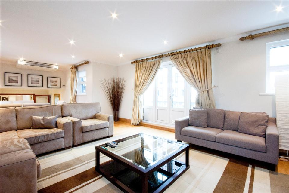 Chesham Court Three Bedroom Penthouse Apartment - Living Room