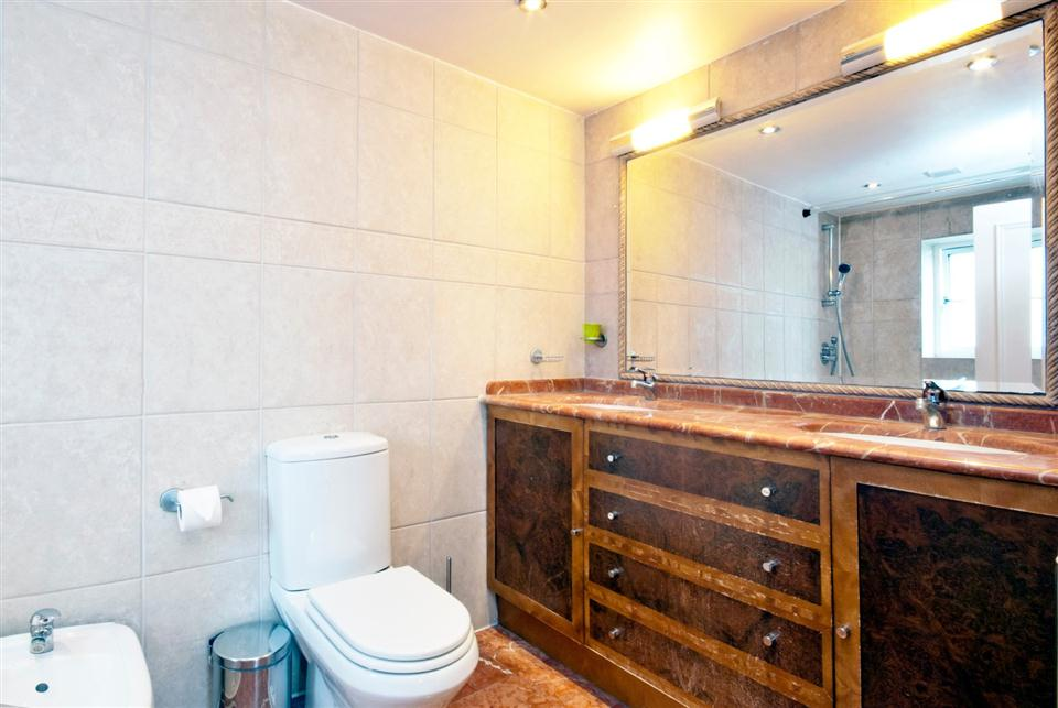 Chesham Court Three Bedroom Penthouse Apartment - Ensuite