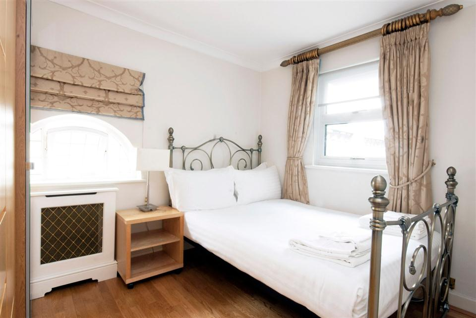 Chesham Court Three Bedroom Penthouse Apartment - Double Bedroom