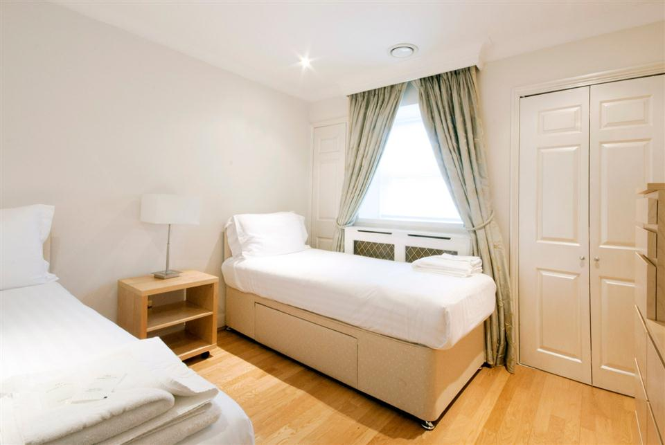 Chesham Court Three Bedroom Penthouse Apartment - Twin Bedroom