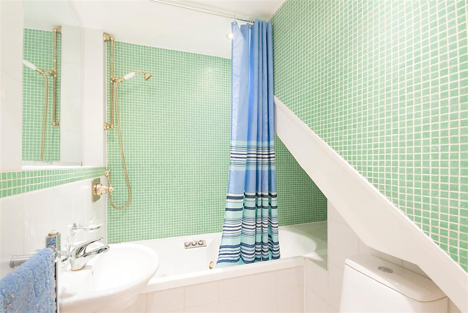 Chesham Court Studio Apartment - Bathroom