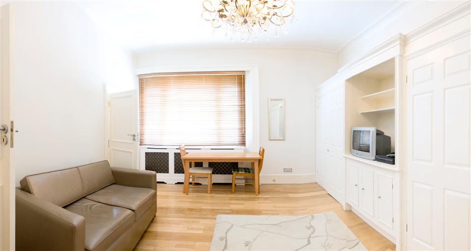 Chesham Court Studio Apartment - Living Area