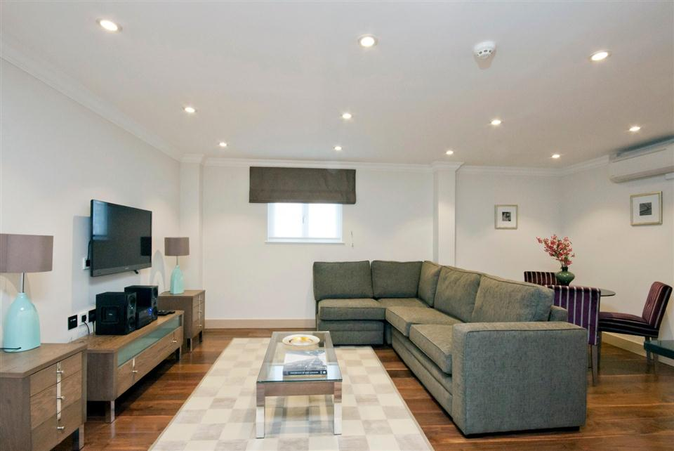 Claverley Court One Bedroom Executive Apartment - Living Room