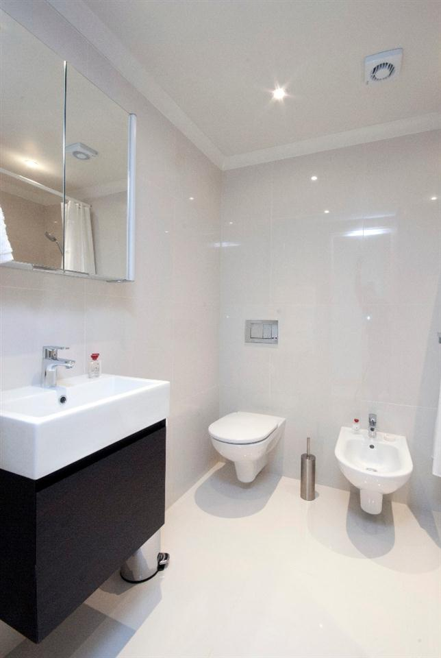 Claverley Court One Bedroom Executive Apartment - Bathroom