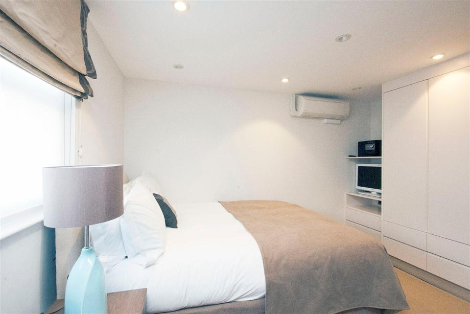 Claverley Court Studio Apartment - Bedroom