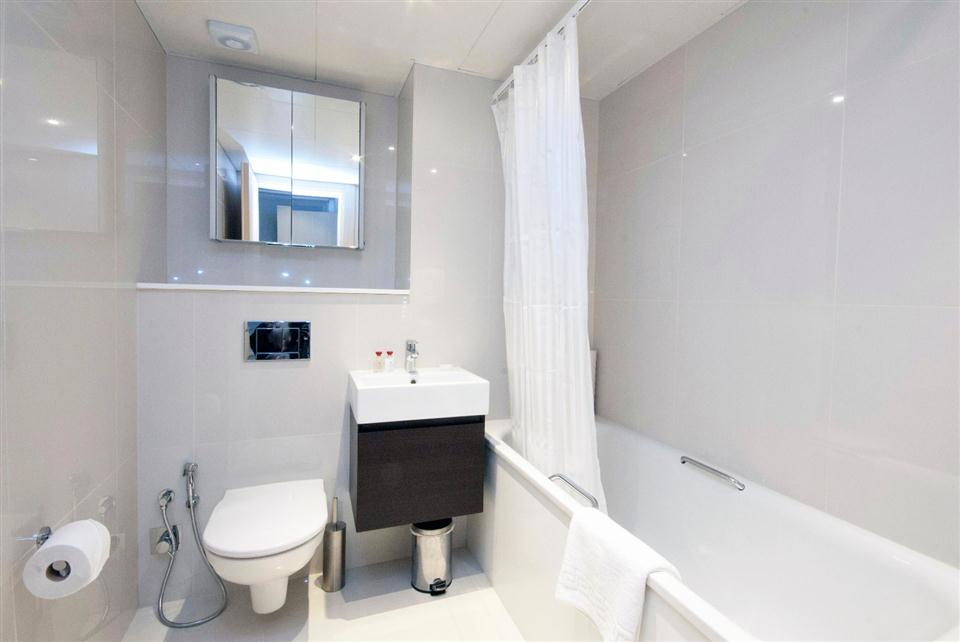 Claverley Court Studio Apartment - Bathroom