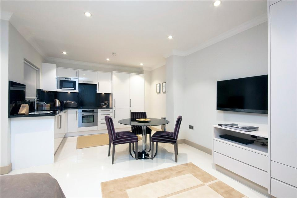 Claverley Court Studio Apartment - Kitchen and Dining Area