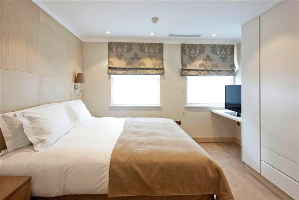 Claverley Court Three Bedroom Beaufort Suite - Bedroom