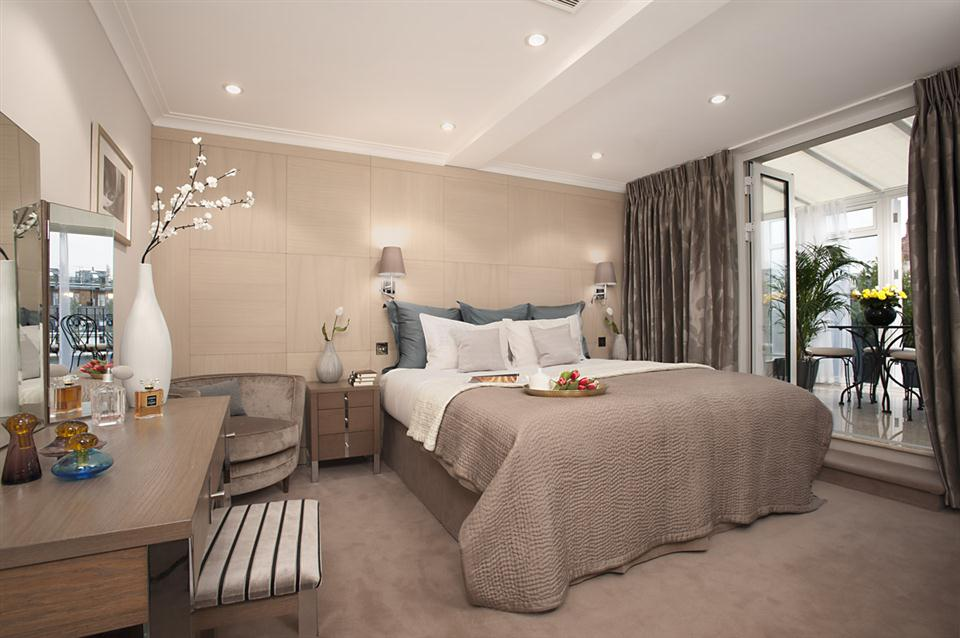 Claverley Court Three Bedroom Beaufort Suite - Master Bedroom