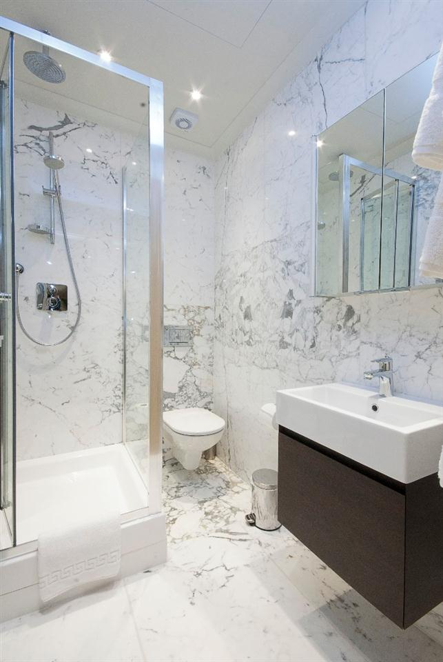 Claverley Court Three Bedroom Knightsbridge Suite - Bathroom