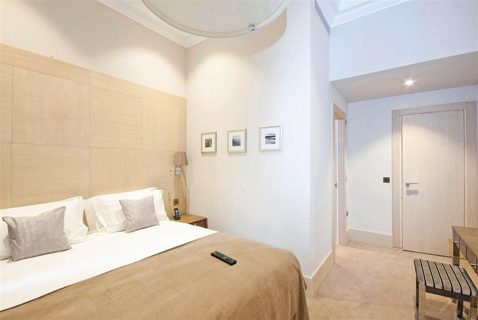Claverley Court Three Bedroom Knightsbridge Suite - Bedroom