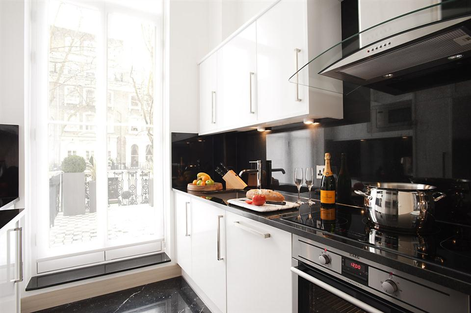 Claverley Court Three Bedroom Knightsbridge Suite - Kitchen