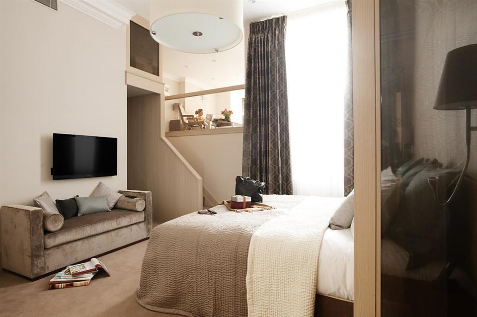 Claverley Court Three Bedroom Knightsbridge Suite - Master Bedroom