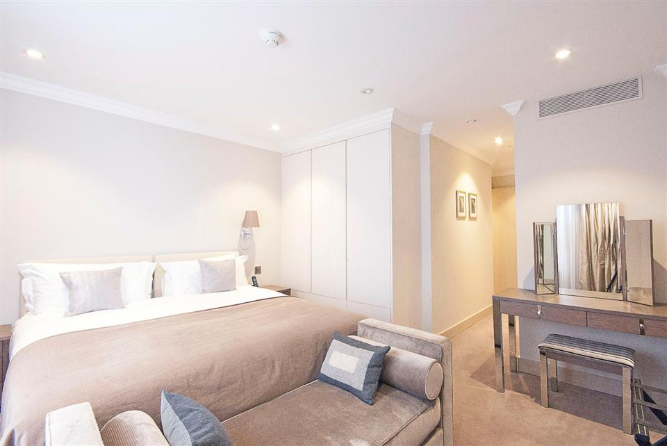 Claverley Court Two Bedroom Deluxe Apartment - Bedroom