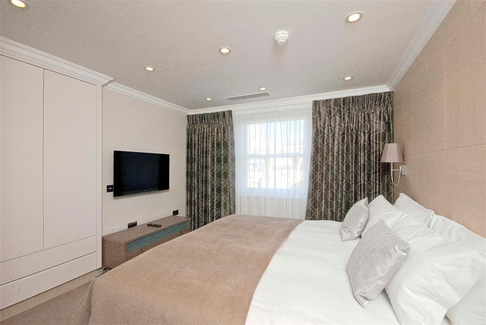 Claverley Court Two Bedroom Executive Apartment - Bedroom