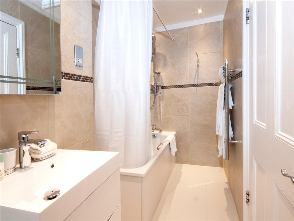 17 Hertford Street One Bedroom Deluxe Apartment - Bathroom