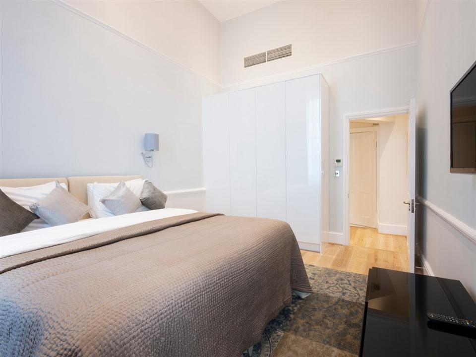 17 Hertford Street One Bedroom Deluxe Apartment - Bedroom