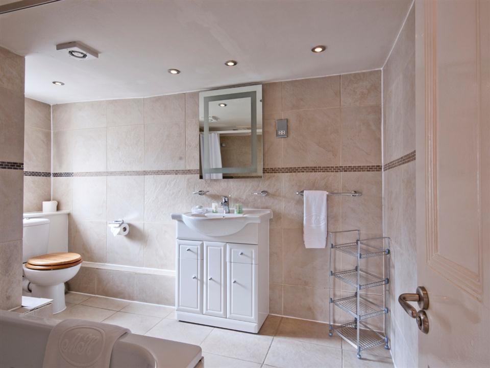17 Hertford Street One Bedroom Standard Apartment - Bathroom