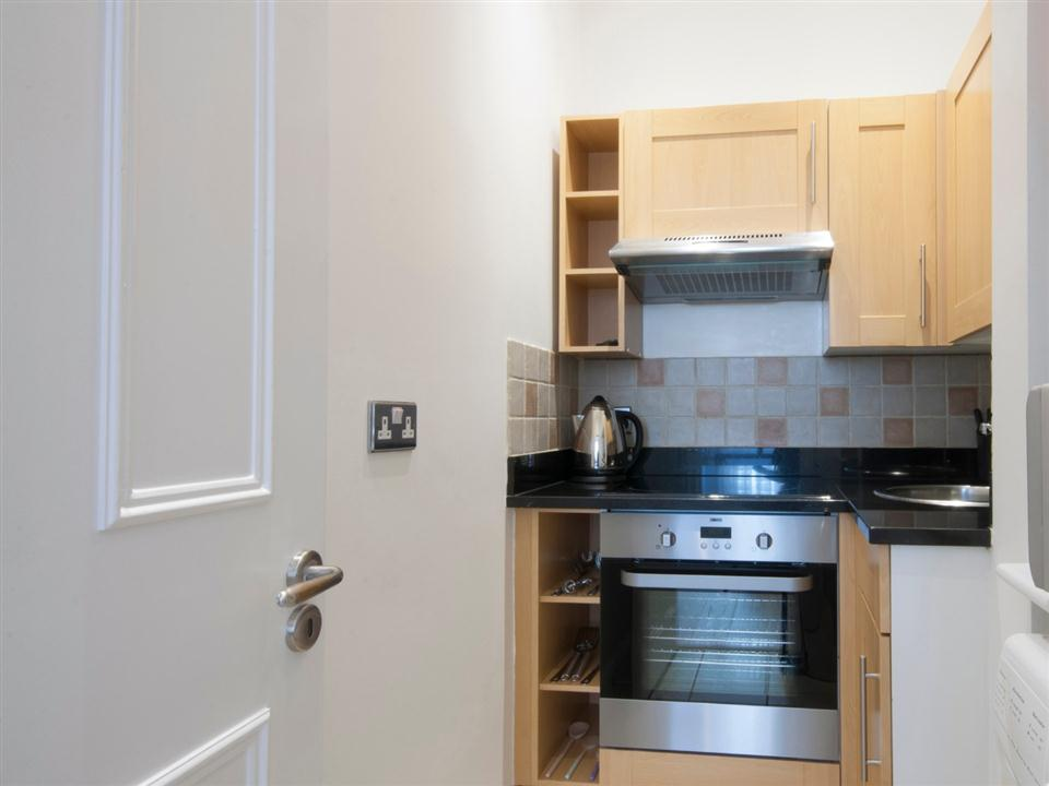 17 Hertford Street Deluxe Studio Apartment - Kitchen