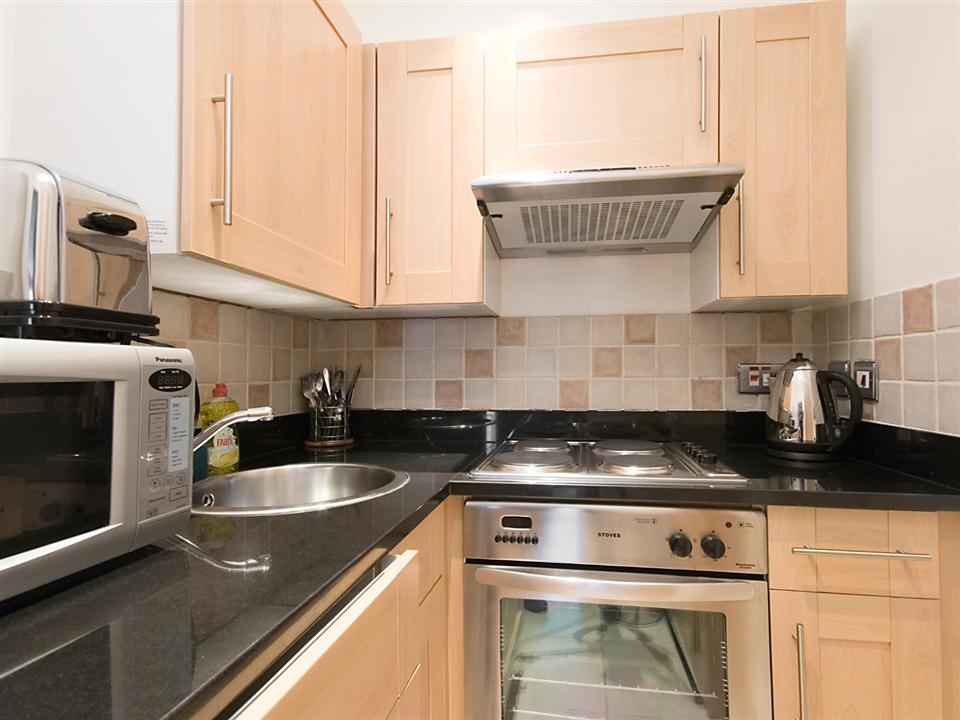 17 Hertford Street Standard Studio Apartment - Kitchen