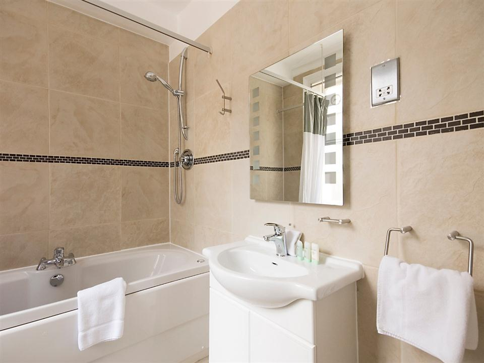 17 Hertford Street Standard Studio Apartment - Bathroom