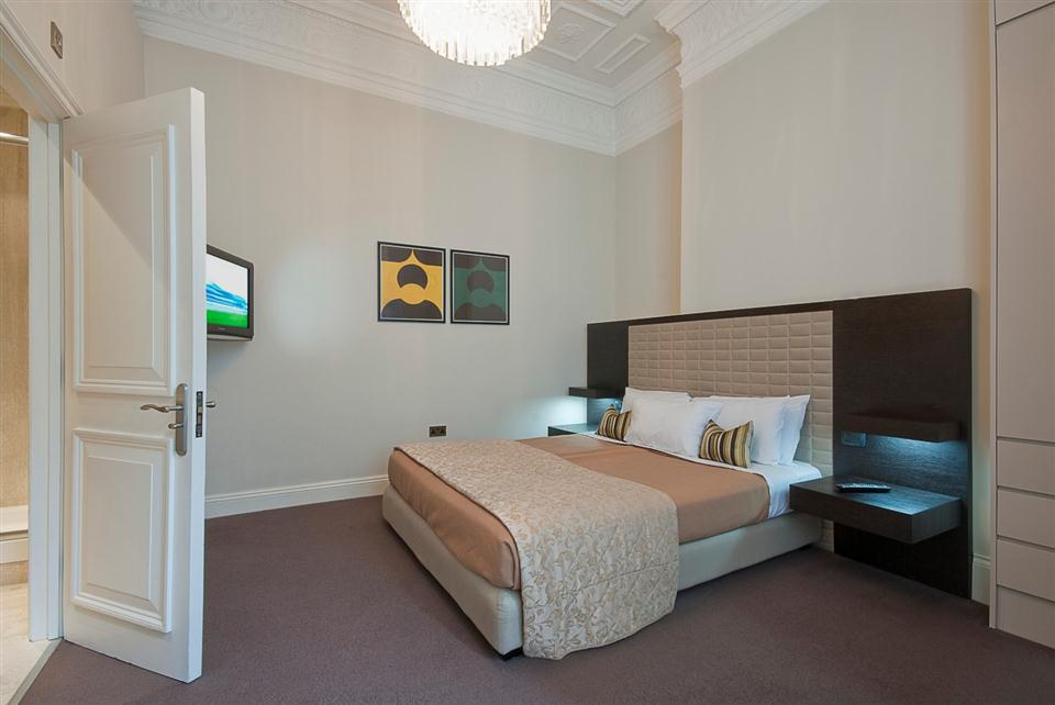 20 Hertford Street Two Bedroom Apartment - Bedroom