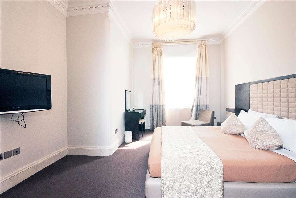 20 Hertford Street Two Bedroom Apartment - Master Bedroom