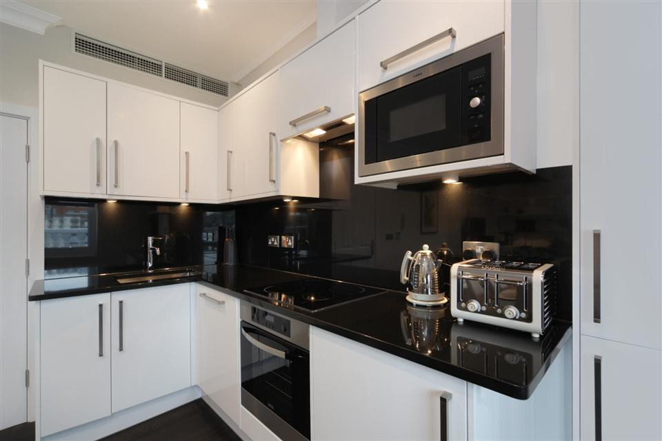 20 Hertford Street Three Bedroom Hertford Suite -Kitchen