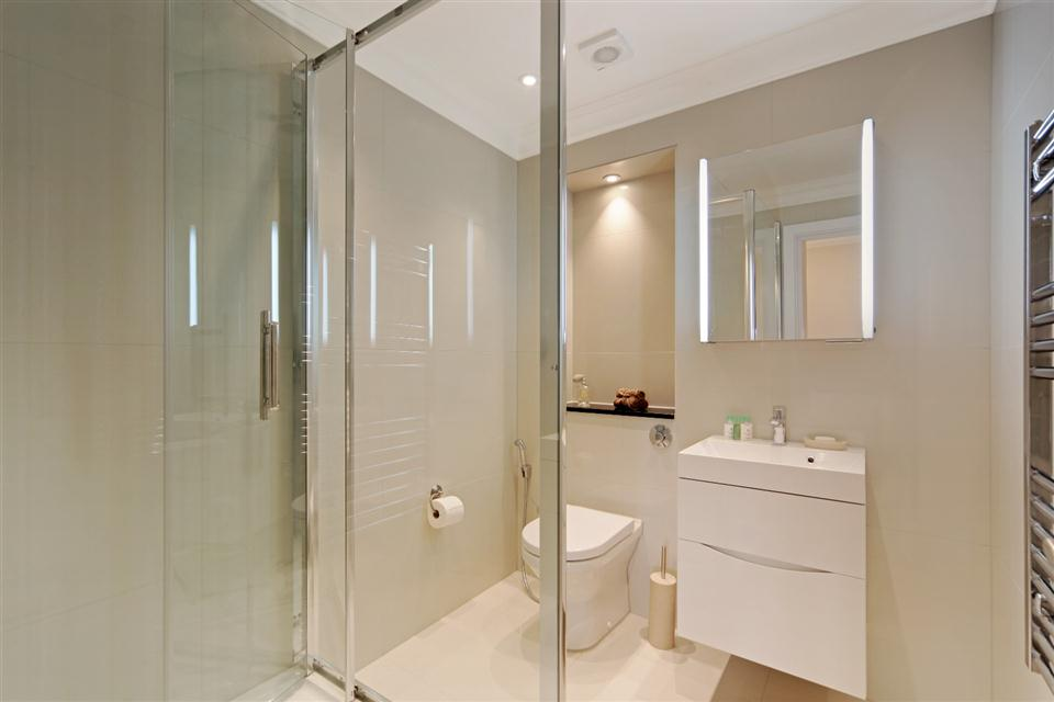 20 Hertford Street Three Bedroom Hertford Suite - Bathroom
