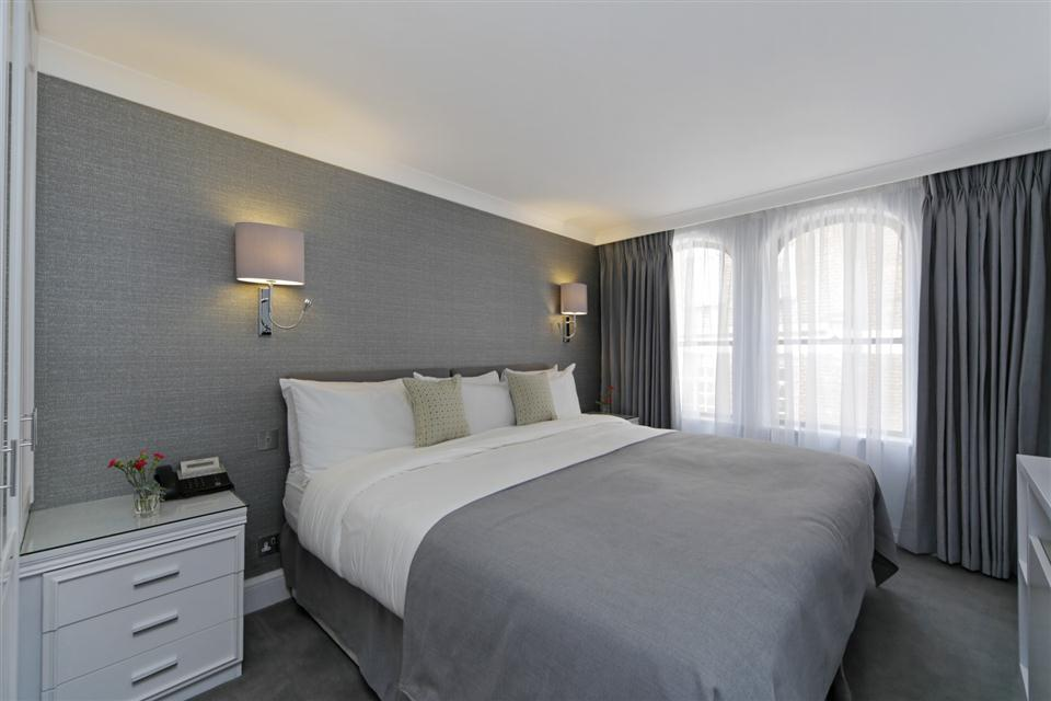 Mayfair House Third Floor Deluxe One Bedroom Apartment - Bedroom