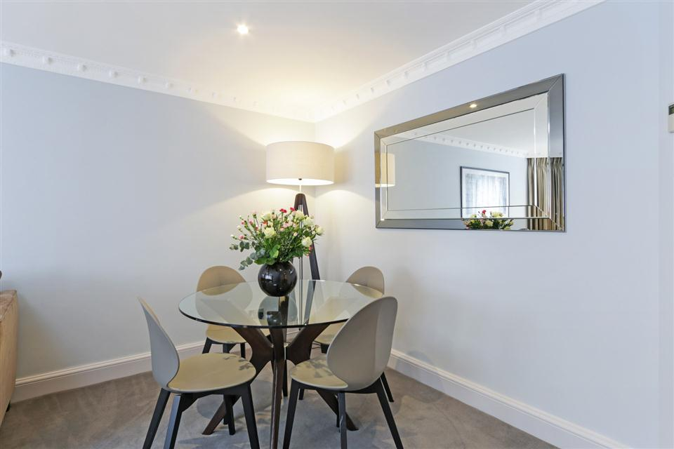 Mayfair House Third Floor Superior One Bedroom Apartment - Dining Room