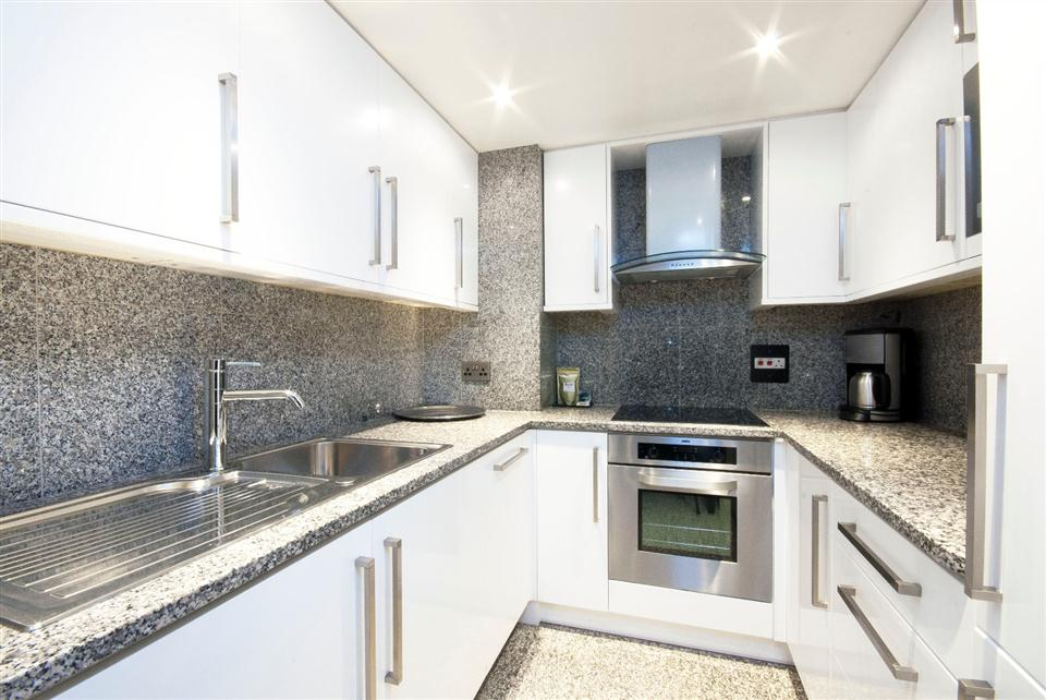 Mayfair House Deluxe One Bedroom Apartment - Kitchen