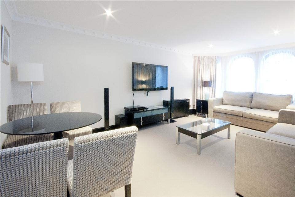 Mayfair House Deluxe One Bedroom Apartment - Living and Dining Room