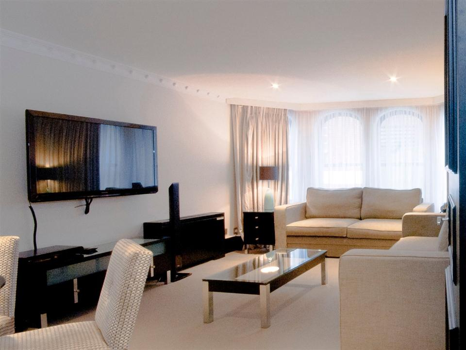 Mayfair House Deluxe One Bedroom Apartment - Living Room