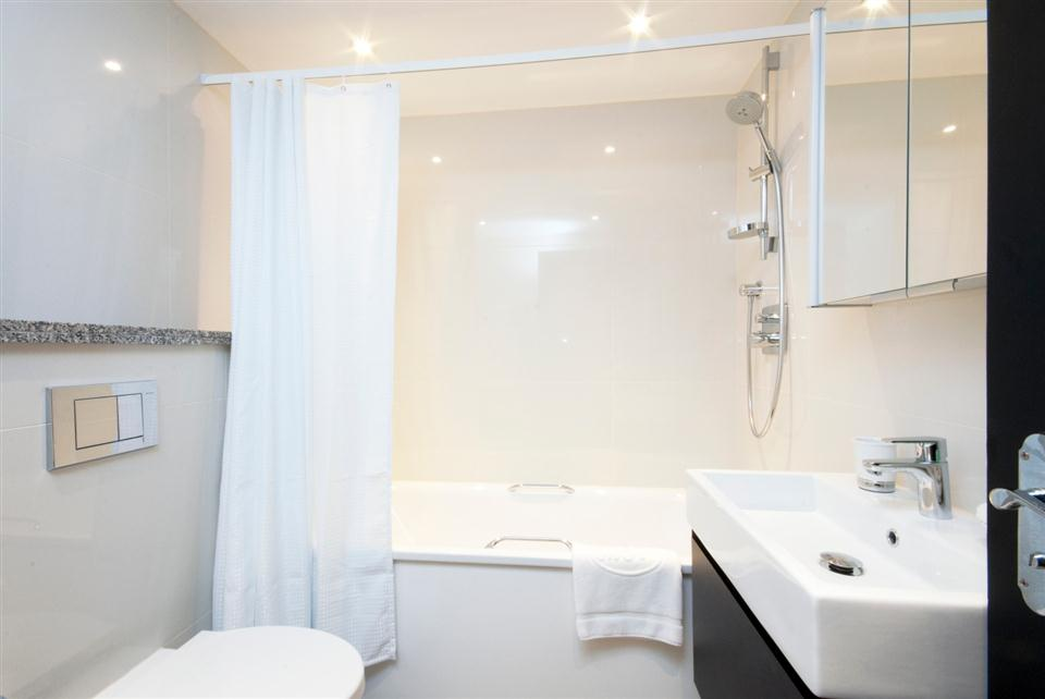 Mayfair House Executive One Bedroom Apartment - Bathroom