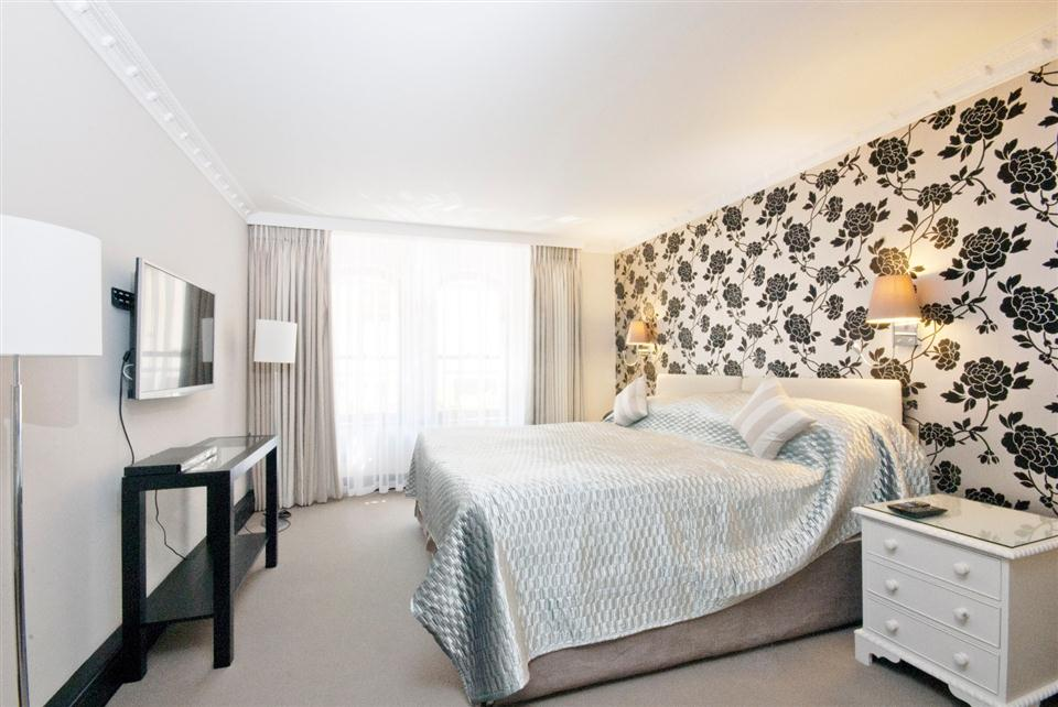 Mayfair House Executive One Bedroom Apartment - Bedroom