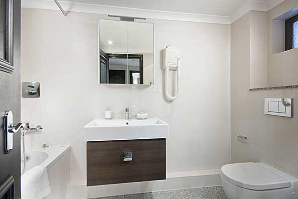 Mayfair House Standard One Bedroom Apartment - Bathroom